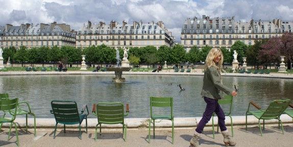 Chaises-Jardin-du-Luxembourg-Paris1-574x