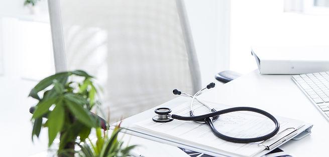 Hausarzt Potsdam Schreibtisch