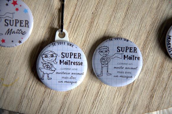 """Badge """"Super maître(sse)"""" avec un masque illustré"""