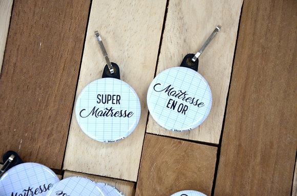 "Badge ""Super maître(sse)"" fond cahier"