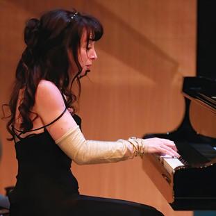 ELIANE ZWART 2 PIANO SMALL.jpg