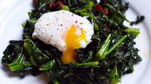 Huevo con Kale y Tomate Cherry
