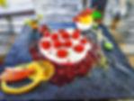 Cremige Maracuja-Mascarpone-Creme mit frischen Himbeeren, Cassis-Waldfrüchten und fruchtiger Mango-Minz-Sorbet