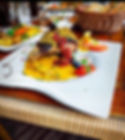 """""""Zart gegrilltes Lammkarree unter einer Cashew-Kräuterkruste mit Steinpilzen und Kapernäpfeln an einer exotischen Pernod-Korma-Sellerie-Sauce, dazu Rosmarin-Kartoffel Drillinge und mediterranes Gemüse"""