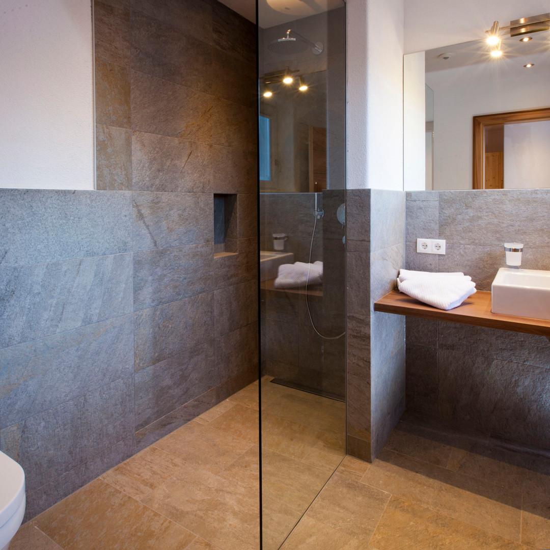Alte Muehle Nauders Apart Bachrauschen Detailansicht Badezimmer