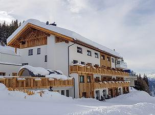 Berghotel Jochelius Nauders Fassade.jpg