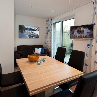 Alte Muehle Nauders Apart Bachrauschen Wohnbereich mit Esstisch