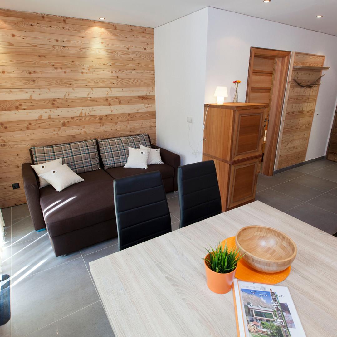Alte Muehle Nauders Apart Wildwechsel Wohnzimmer mit Esstisch