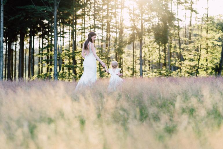 Julia-Mühlbauer-Hochzeitsfotografie-Kinder-Braut-02.jpg