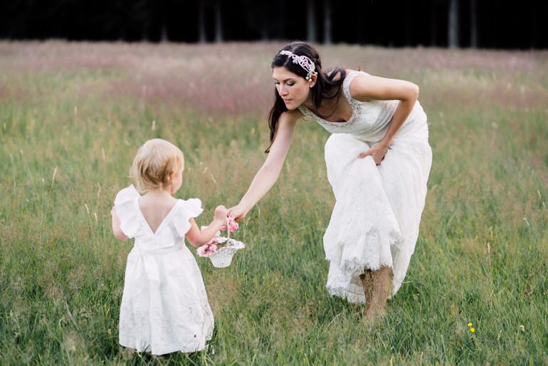Julia-Mühlbauer-Hochzeitsfotografie-Kinder-Braut-28.jpg