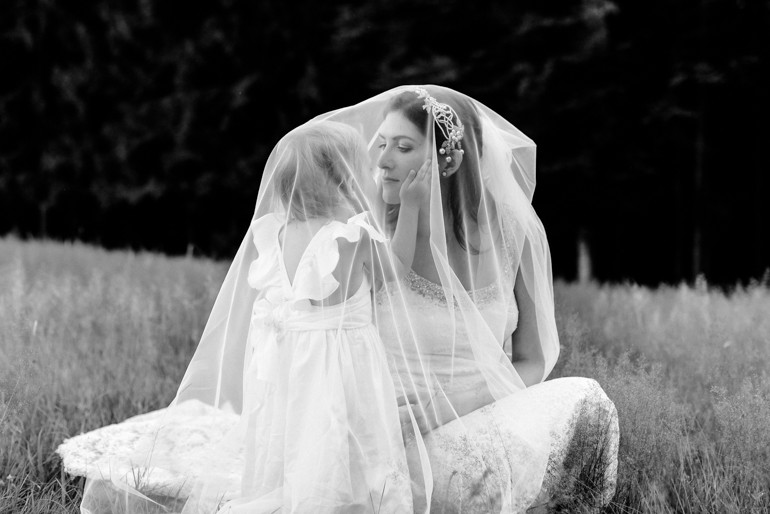 Julia-Mühlbauer-Hochzeitsfotografie-Kinder-Braut-01.jpg