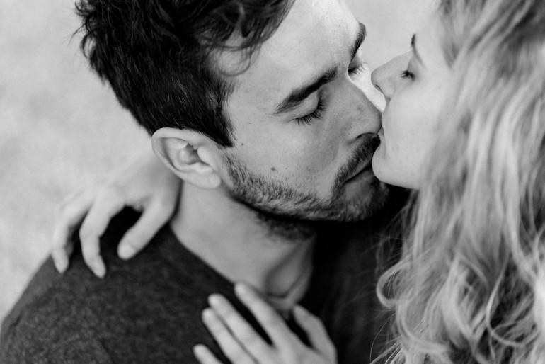 Julia Mühlbauer sinnliche Küsse in Rom