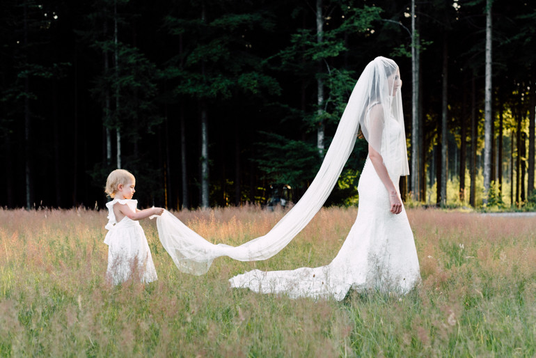 Julia-Mühlbauer-Hochzeitsfotografie-Kinder-Braut-04.jpg