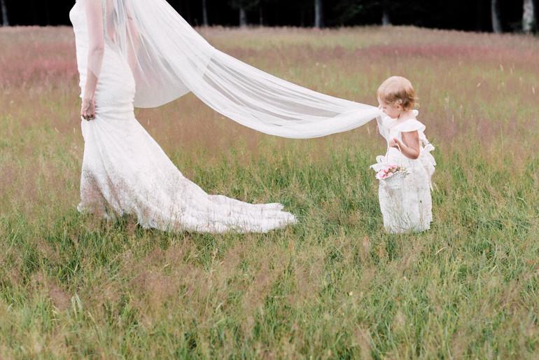 Julia-Mühlbauer-Hochzeitsfotografie-Kinder-Braut-18.jpg