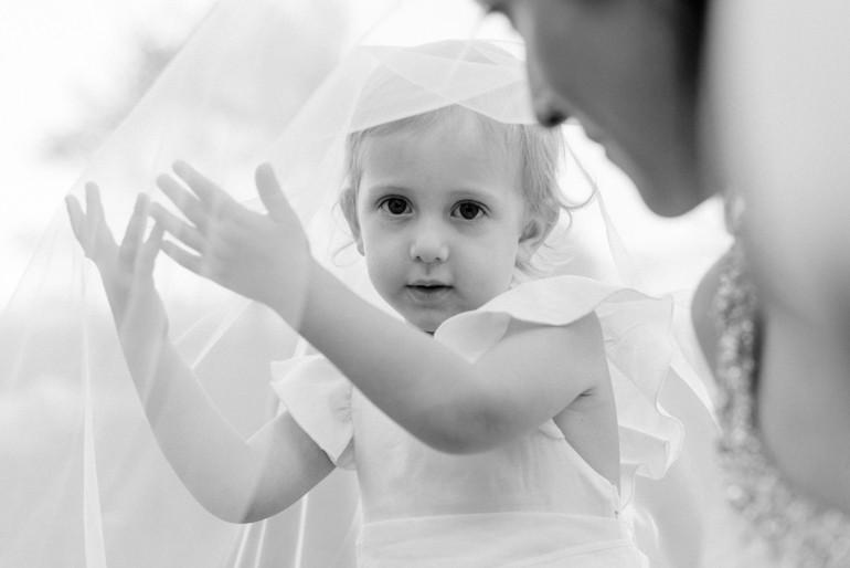 Julia-Mühlbauer-Hochzeitsfotografie-Kinder-Braut-19.jpg