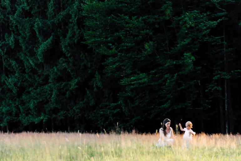 Julia-Mühlbauer-Hochzeitsfotografie-Kinder-Braut-15.jpg