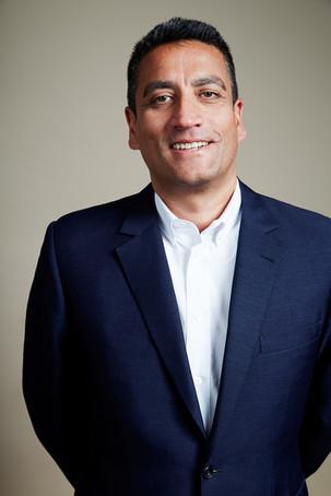 ヴェルサーチ新CEOに元マックイーンのジョナサン・エクロイドが就任