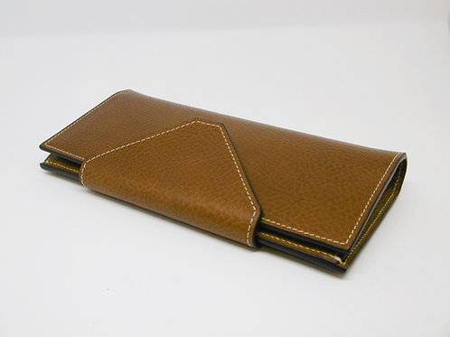 "Big wallet with ""V"" button closure"