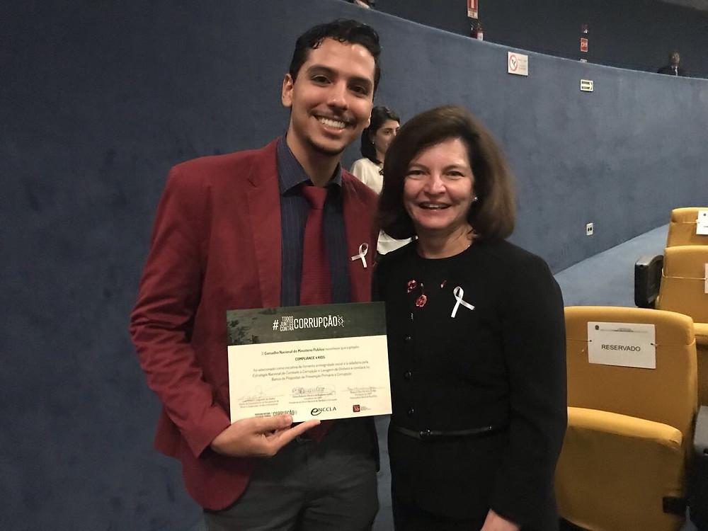 A Procuradora Geral da República- Raquel Dodge parabeniza o Diretor Fundador Nelson Q. Gonçalves pelo Programa Compliance 4 Kids.