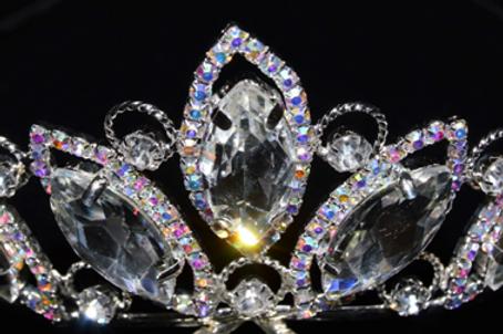 Corona plata con piedras grandes