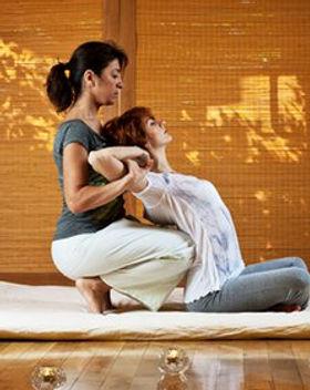 246054-massage-thailandais-traditionnel.
