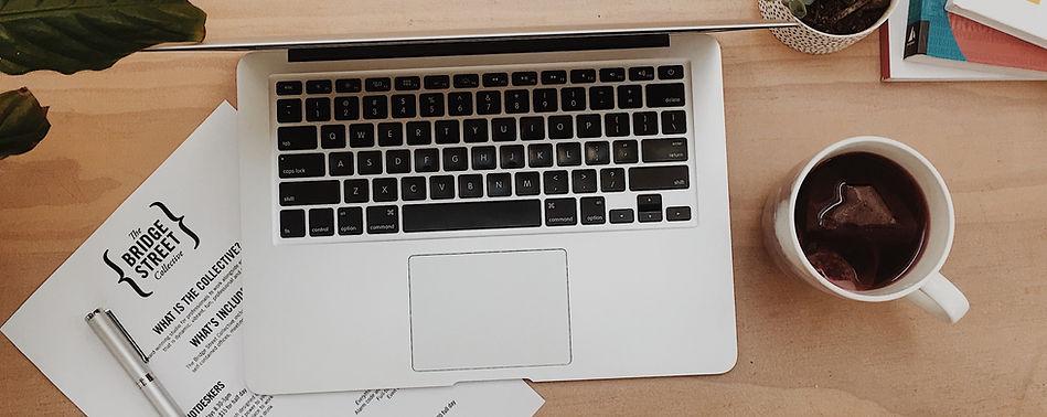 5353978-desk-laptop-office-desk-accessor