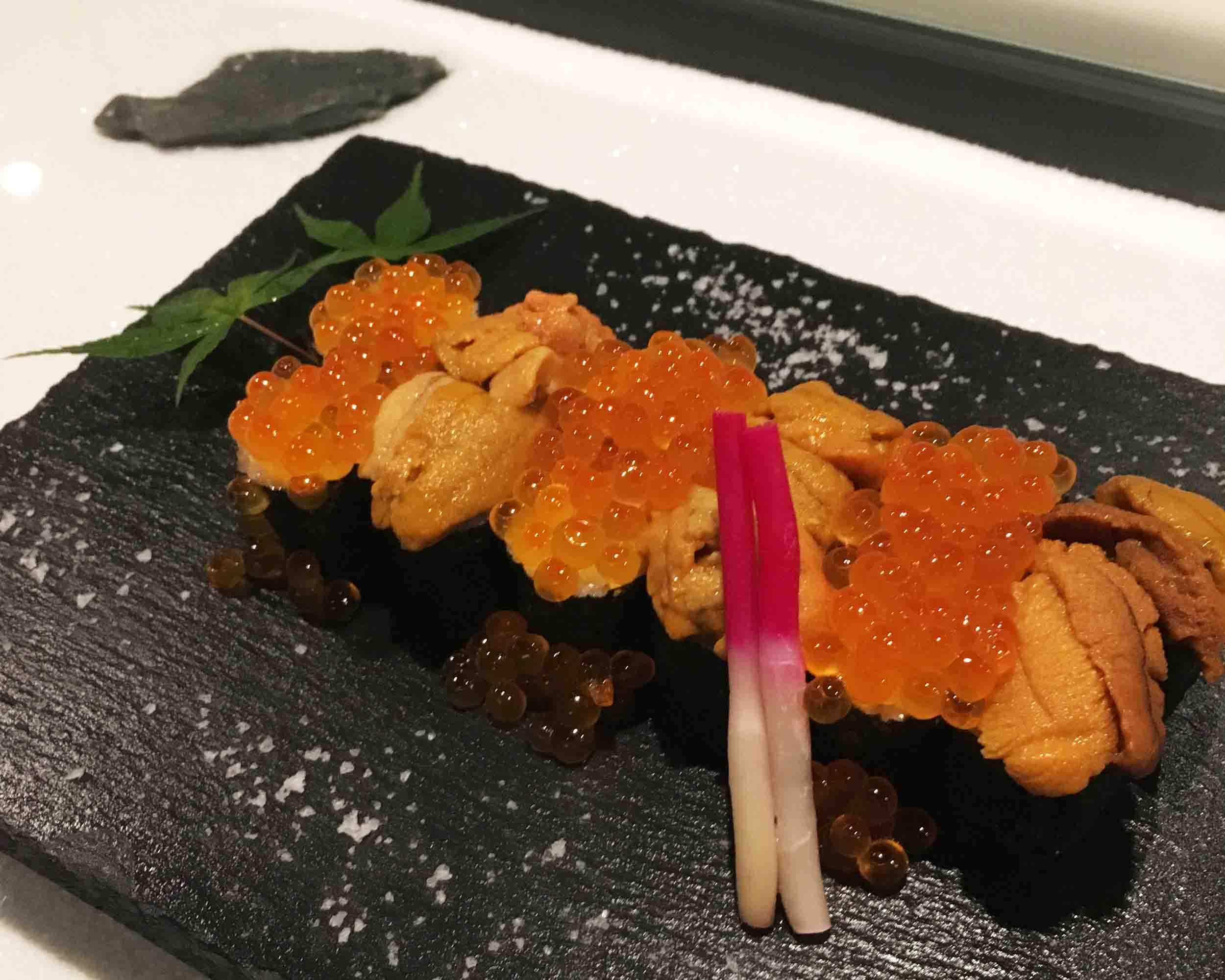 生ウニとイクラのぶっかけ寿司