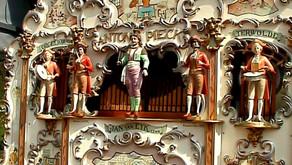 Fassadendemokratie mit Marionetten