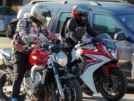 No solo los cascos deben ser certificados, chaquetas y guantes también