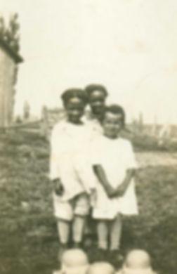 01Rella-and-Dorothy-Aylestock-&-Dorothy-