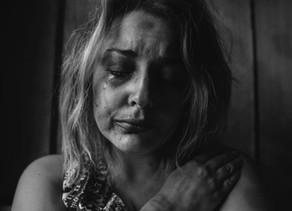 Violência doméstica dentro da comunidade brasileira.
