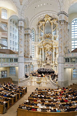 Nach dem Wiederaufbau erstrahlt die Frauenkirche in neuem Glanz