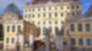Das barocke Restaurant lockt mit liebevoll gefertigten Torten und duftenden Kaffeespezialitäten