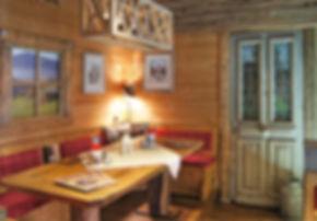 Das Schweizer Restaurant bietet auch Platz für größere Gruppen