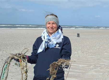 Cleaning Nymindegab beach on Nordic Beach-cleaner day.