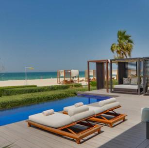 Проведите майские праздники в The Oberoi Beach Resort Al Zorah 5*, Аджман, ОАЭ со скидками на прожив