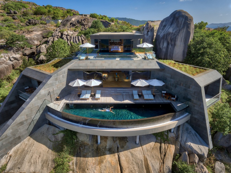 21 Four-Bedroom_Residence_Exterior_Pool_