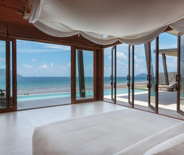 Ocean_Front_2_Bedroom_Villa_-_master_bedroom_[5408-MEDIUM]