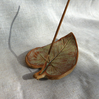 Phlomis leaf incense holder (2021)
