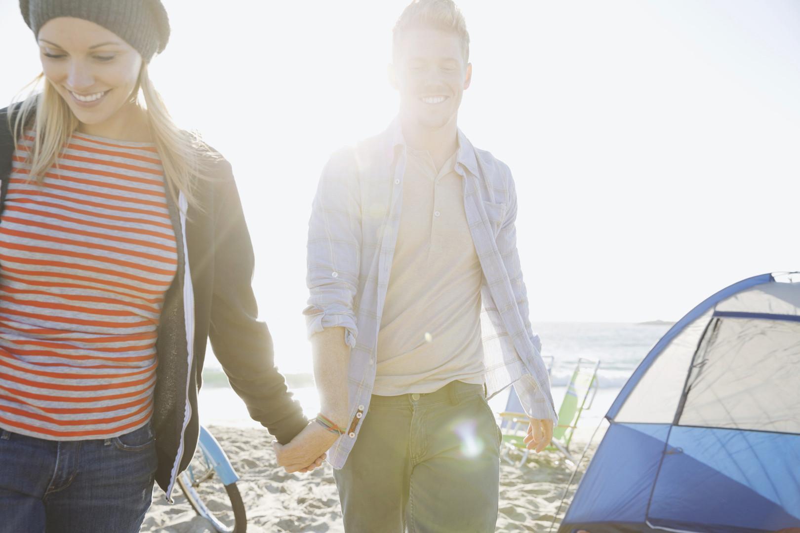 夫婦在海灘上