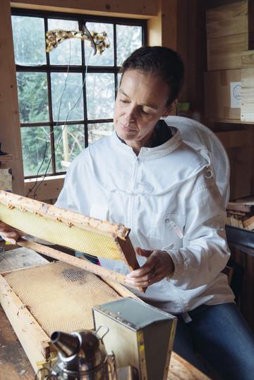 Angela Schelling beekeeper  Munich