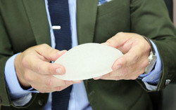 implantes de senos cirujano plastico