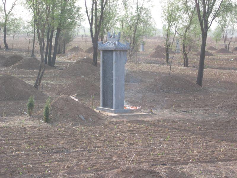 Master Li's tombstone 2005