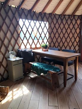 Yurt zitje binnen.JPG