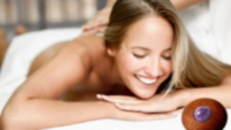 Massage aux pierres semi précieuses par Delphine Deluzet corps de cristal,à Albi 81000, et Carmaux 81400