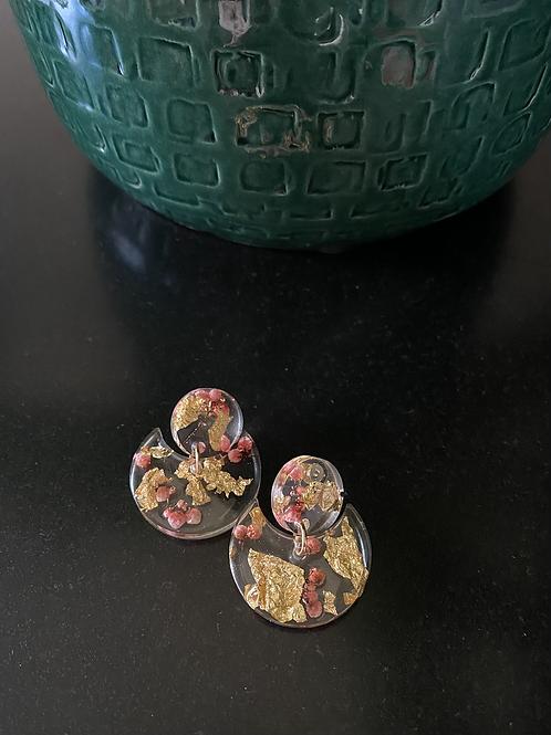 Oorbellen met bloemen en bladgoud