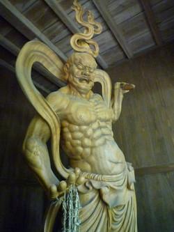 仁王像 (一木一刀彫)