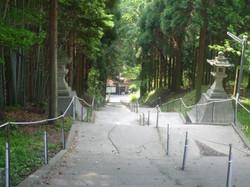 180段の参道階段