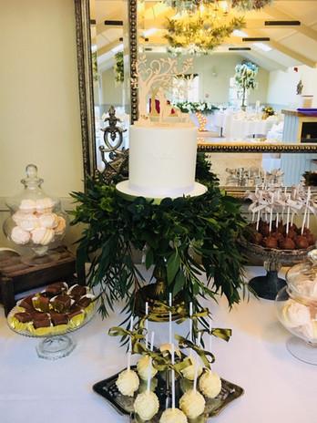 Single tier wedding cake and desserts