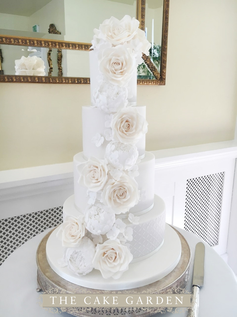 Cascade of caramel and white tea roses